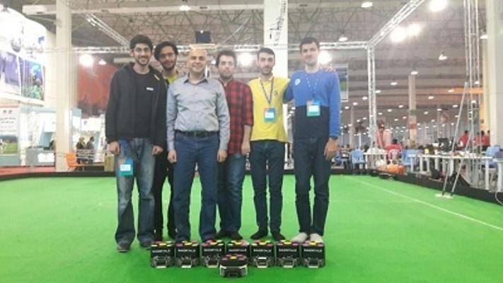 تیم رباتهای فوتبالیست سایز کوچک ایمورتالز ( IMMORTALS ) مرکز مهندسی رباتیک دانشکده مهندسی مکانیک